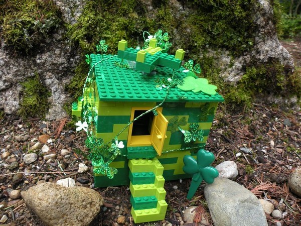 leprechaun house from legos