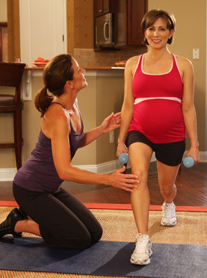 Shannon doing Multitasking Lunge while pregnant.