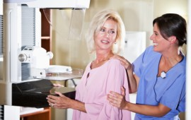 woman-getting-mammogram